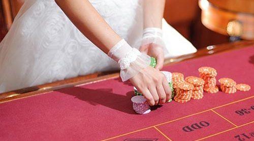 Mengisi waktu dan berteman dengan pesta kasino di hari pernikahan Anda